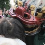 2011年元旦・初詣で獅子に噛まれる娘