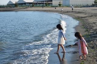 「川崎・東扇島東公園」人工ビーチの砂浜と磯で海遊び、芝生でバーベキューも楽しめる!