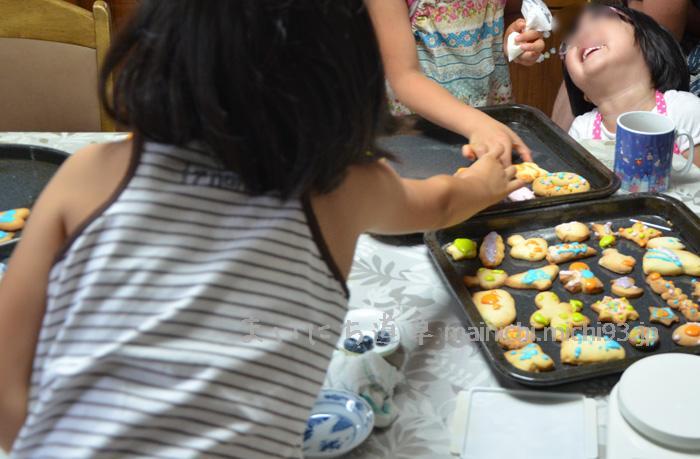 お友達と一緒にクッキー作り