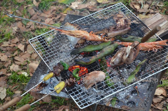 火が落ち着いたら、炭火でバーベキュー♪