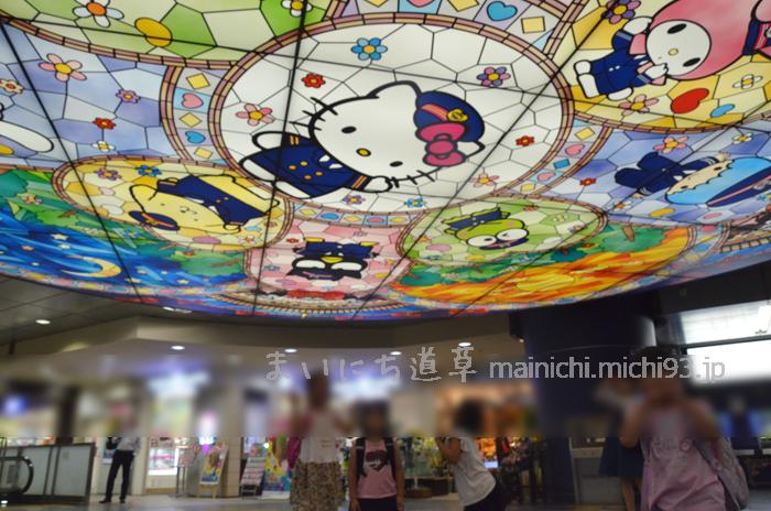 京王多摩センター駅の天井照明