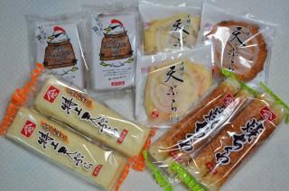 鶏皮入り揚げかまぼこ「やまぢのカワジャン」ほか、観音寺の山地蒲鉾の詰め合わせセットが届く